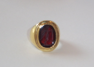 Gold Ring Featuring a Roman Carnelian Intaglio Depicting Victory
