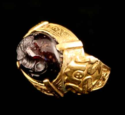 Ottoman Gold Ring Featuring a Sassanid Garnet Seal Depicting a Lion