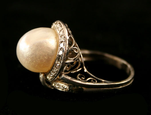 Diamond Studded White Gold Ring Featuring a Pearl