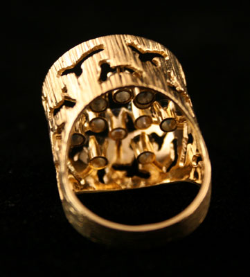 Gold Ring with 12 Sapphires