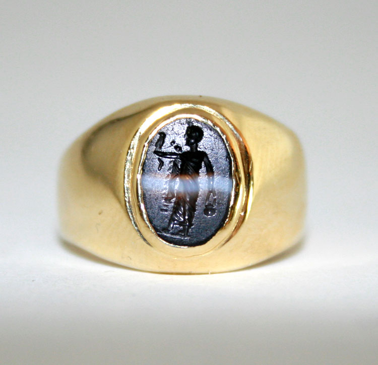 Gold Ring Featuring a Roman Banded Agate Intaglio