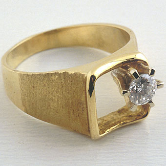 Round Diamond Of.31c Set In A Ring Of 14k. Gold