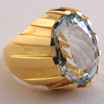 Aquamarine set in an 18 karat gold ring
