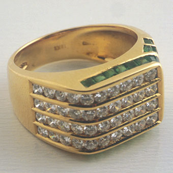 Gold Ring Set with 30 Emeralds, 30 Diamonds
