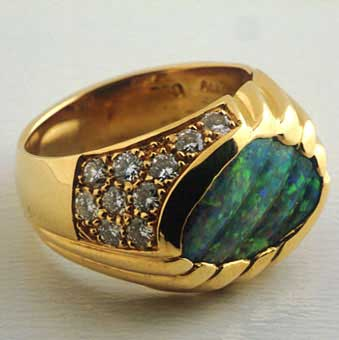 Gold Ring Featuring an Australian Boulder Opal Embellished with 17 Diamonds