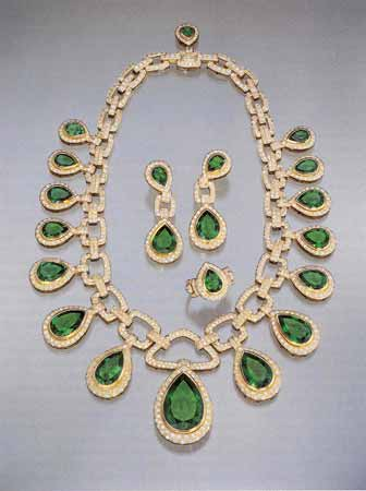 Colombian Emerald Suite Consisting of a Necklaces, Earrings, and a Ring