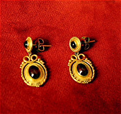 22 Karat Gold Earrings with Garnets