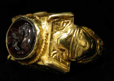 Ottoman Gold Ring Featuring a Garnet Seal Depicting a Bird