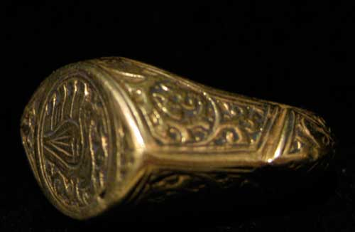 Seljuk Gold Ring with an Incised Bird Motif