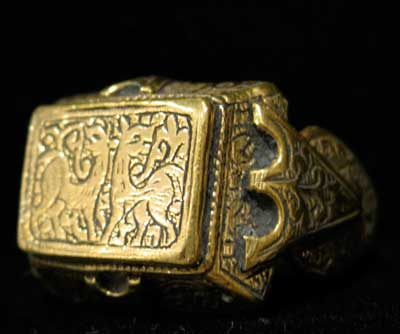 Ottoman Gold Ring Incised with Animal Motifs