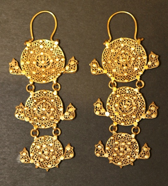 A Pair of Mamluk Gold Earrings