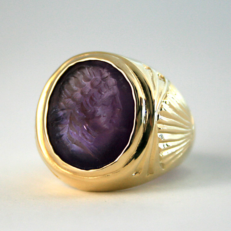 Gold Ring Featuring a Roman Amethyst Intaglio Depicting the Bust of an Emperor
