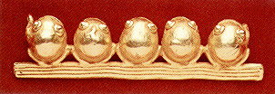 Pre-Columbian Art / Gold Pendant Depicting Five Frogs