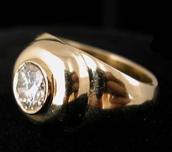 Gold Ring with 1.10 Carat Diamond