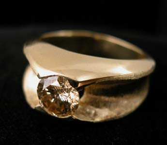 Gold Ring with 0.82 Carat Diamond