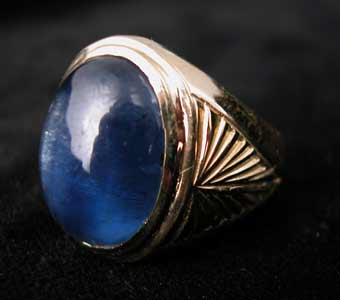 Gold Ring with Cabochon Blue Sapphire