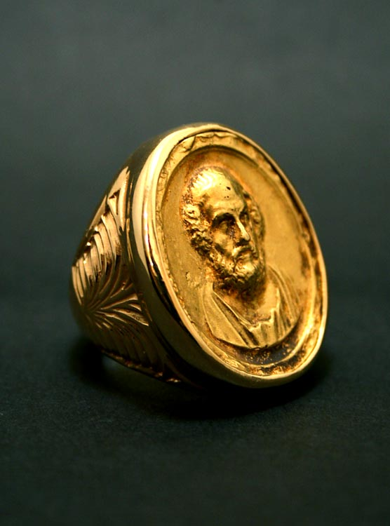 Important Gold Ring Featuring a Cameo of Socrates
