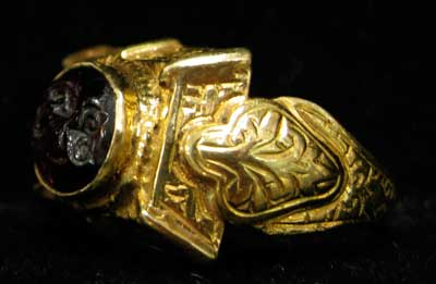 Ottoman Gold Ring Featuring a Garnet Seal Depicting an Owl