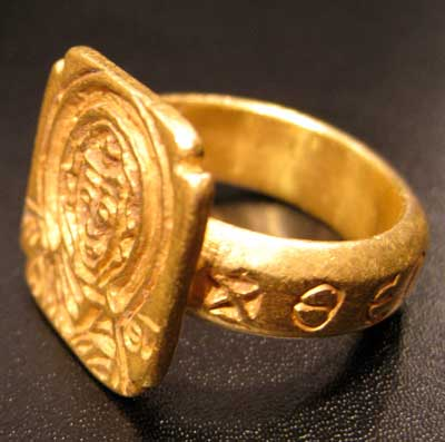 Byzantine Gold Ring Depicting the Virgin